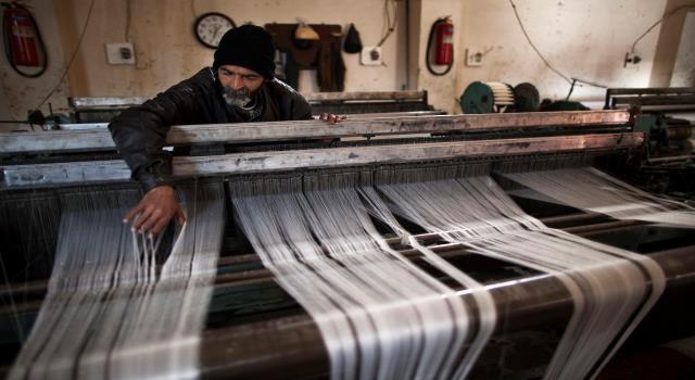 Photo of أزمة صناعة النسيج والأقمشة تشتد.. ولا حلول!