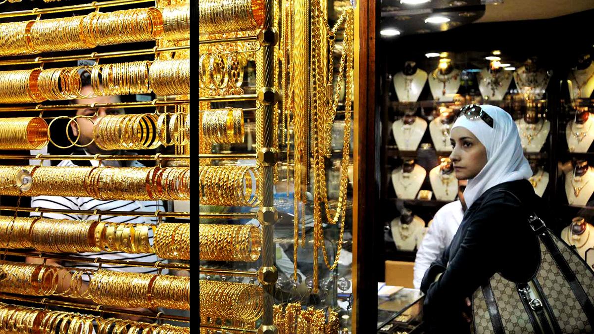 Photo of الدولار يجر الذهب نزولاً