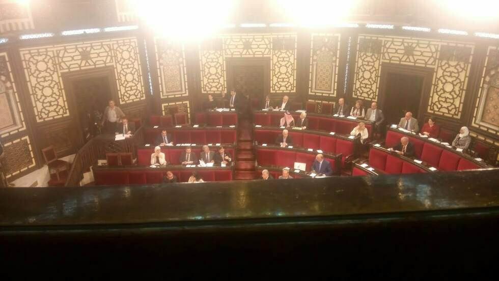 صورة من خفايا قبة البرلمان!