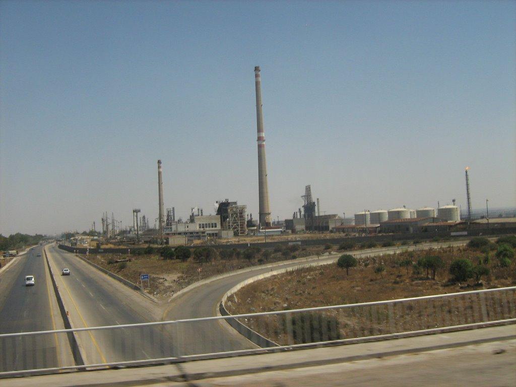 صورة 38 ألف برميل نفط لمصفاة حمص يومياً.. والاستيراد متوقف منذ أشهر