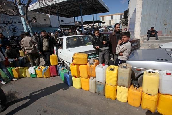 """صورة """"التموين"""": تخفيض أسعار المحروقات مسؤولية «النفط»"""