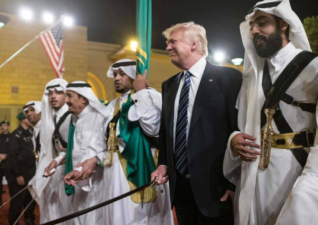 Photo of باحث ودبلوماسي أمريكي: ترامب يأمل باستخدام أموال السعودية لتحقيق السلام