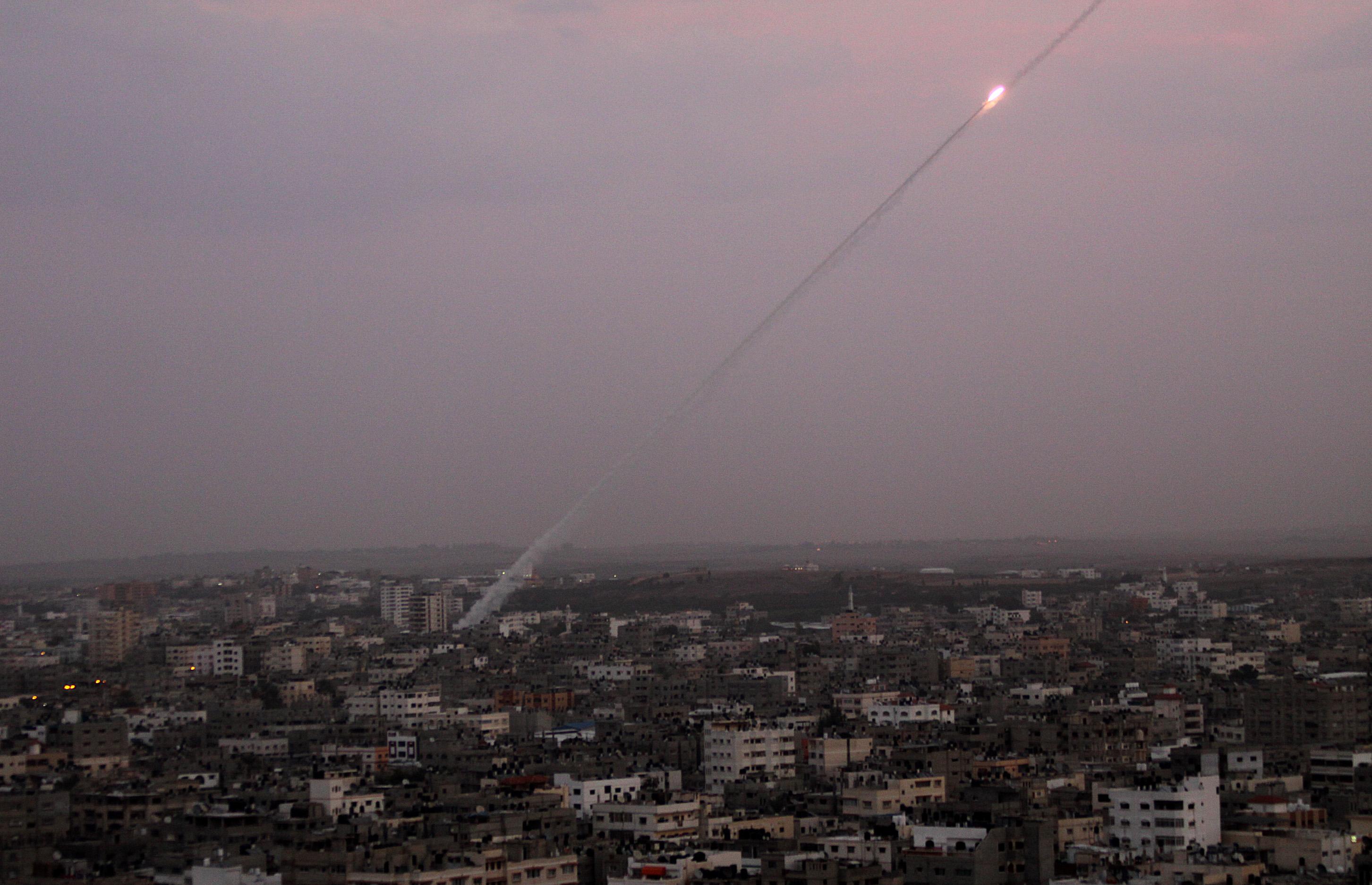 Photo of صاروخ ينطلق من غزة نحو الأراضي المحتلة