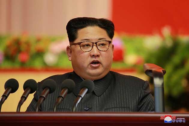 """صورة الزعيم الشمالي """"سنصبح أقوى دولة نووية في العالم"""""""