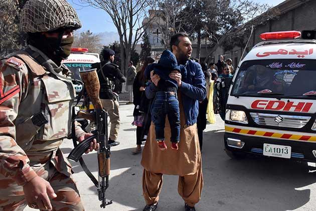 صورة مسلحان يهاجمان كنيسة في باكستان