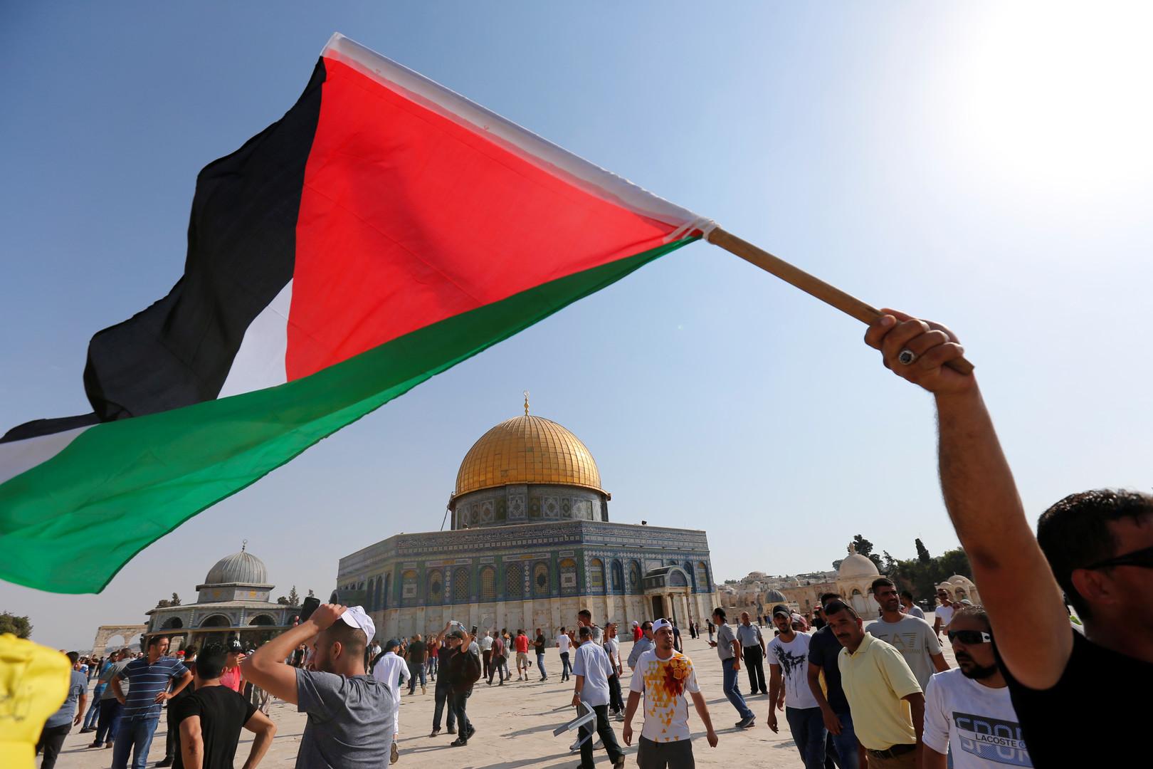 صورة عباس يطالب زعماء العالم بالتدخل العاجل لمنع ترامب من نقل السفارة إلى القدس
