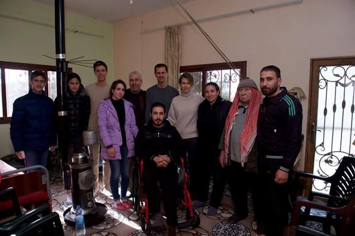 Photo of بالصور والفيديو.. الرئيس الأسد وعائلته يزورون عددا من جرحى الجيش في مدينة حمص وريفها