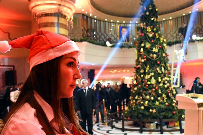 Photo of بالصور: إضاءة شجرة الميلاد في فندق داماروز دمشق بمناسبة أعياد الميلاد ورأس السنة