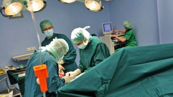 Photo of توقيف أطباء لارتكابهم أخطاء طبية منها ولادة وتجميل
