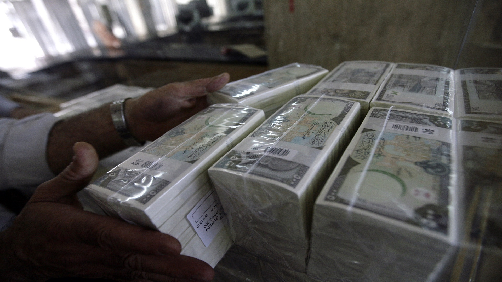 """Photo of """"المركزي"""" سيطرح شهادات إيداع للمواطنين في البورصة"""