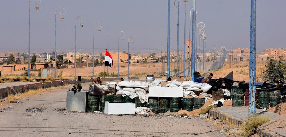 Photo of الجيش السوري يحرر بلدات غرب الفرات والقوات تقترب من اللقاء في البوكمال