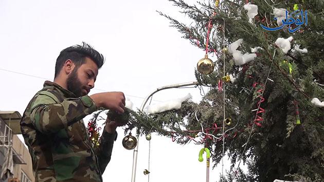 صورة شجرة ميلاد أبطال الجيش العربي السوري وسط دمشق