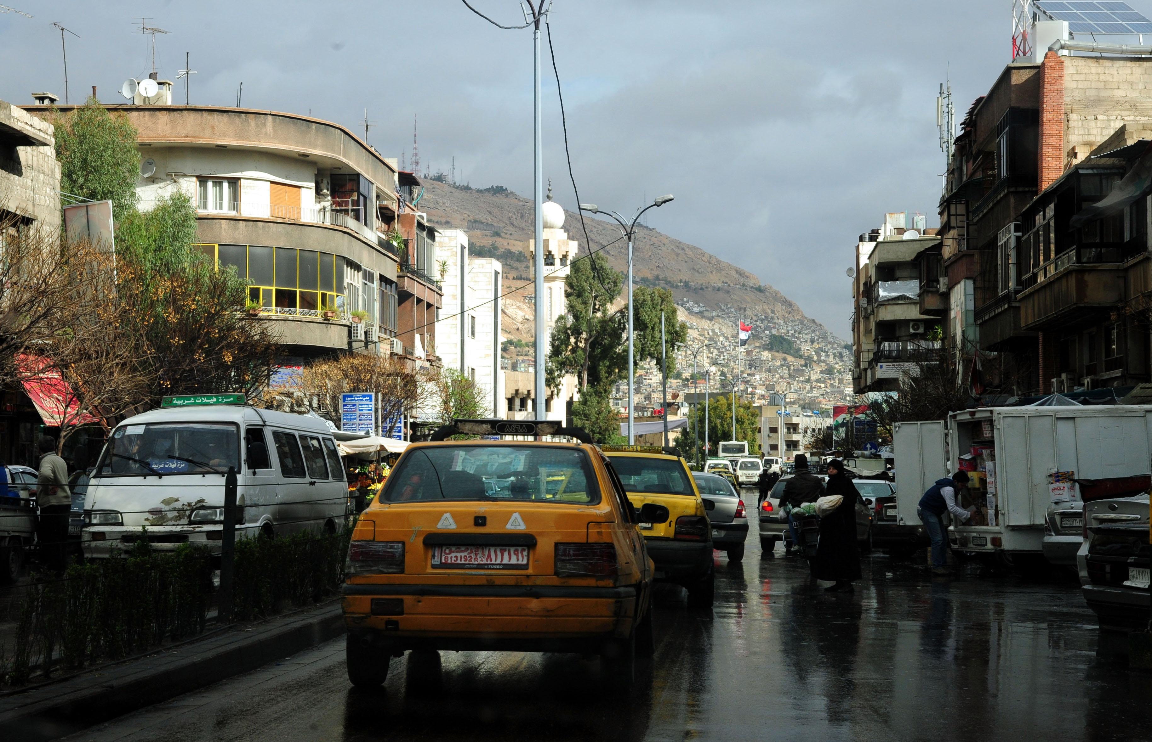 Photo of 13 ضبطا عدليا بحق أكشاك مخالفة بمنطقة الشيخ سعد في دمشق