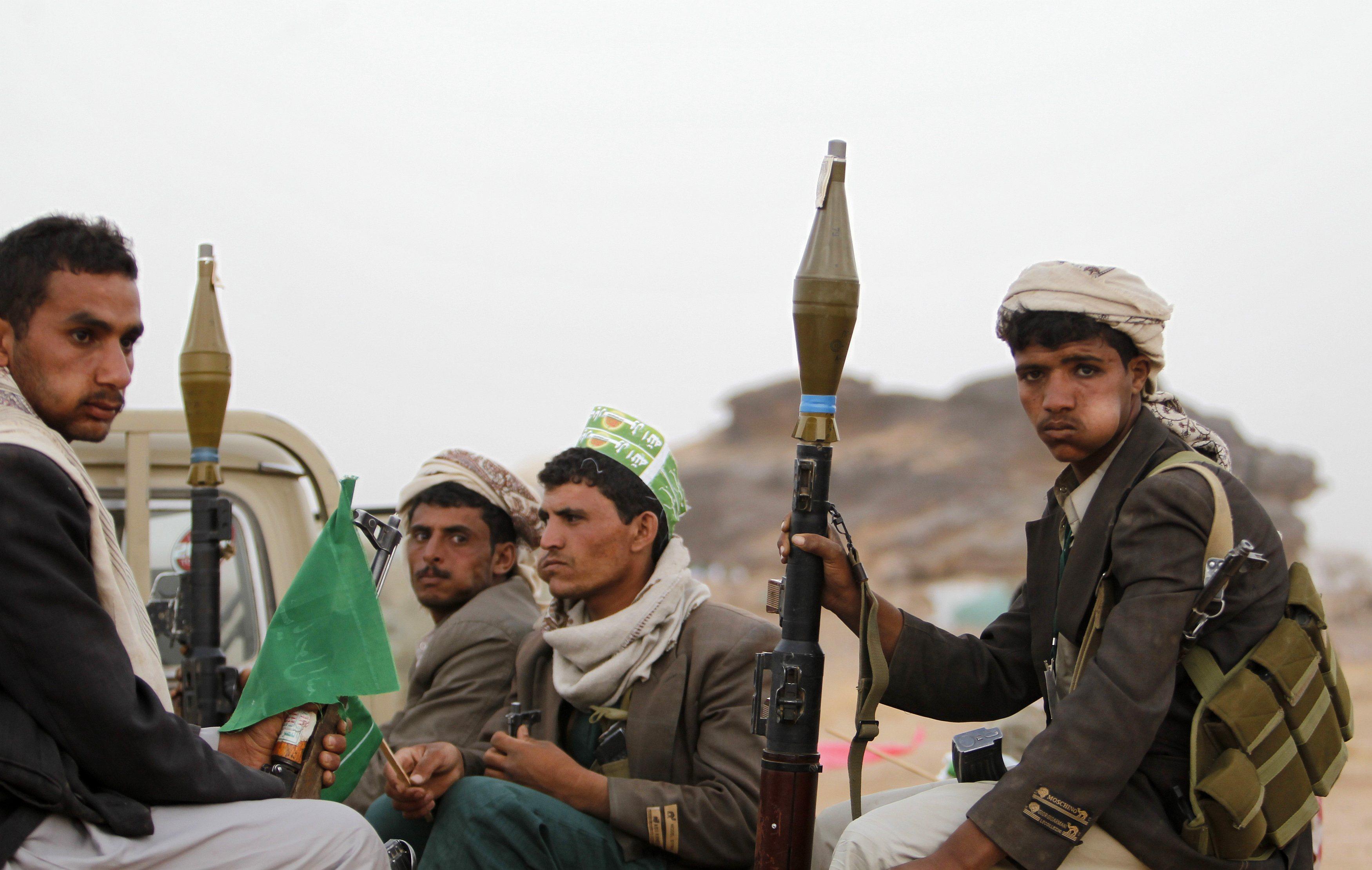 "Photo of ""أنصار الله"" تطلق سراح 650 عسكرياً من أنصار علي عبدالله صالح"