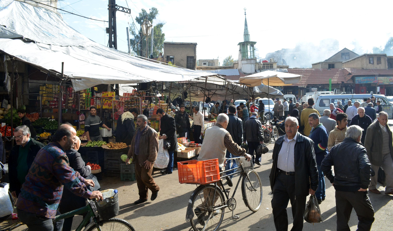 "Photo of أعفاء رئيسة صالة لـ""السورية للتجارة"" لبيعها الموز اللبناني في سوق الهال"