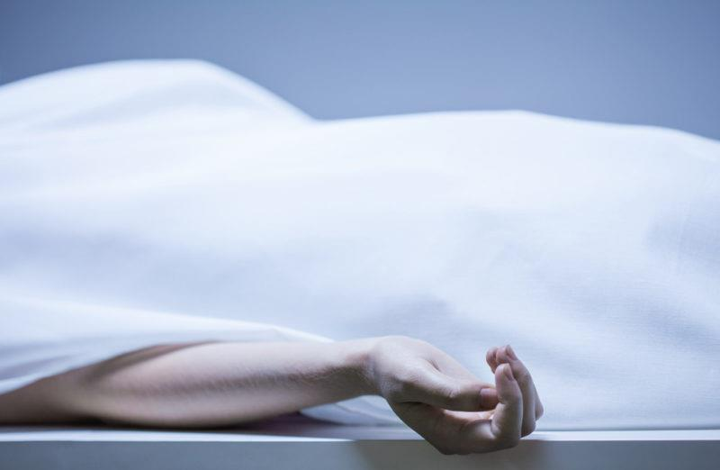 صورة أب يقتل ابنته قرباناً للجن