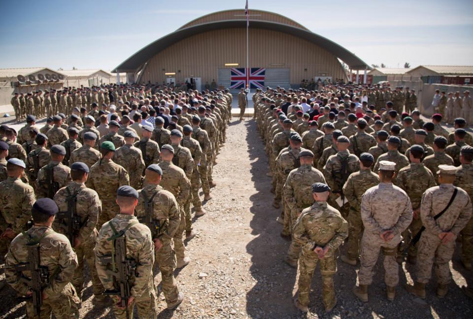 صورة قائد الجيش البريطاني يصرح عن التطورات العسكرية الروسية التي لايمكن مواكبتها