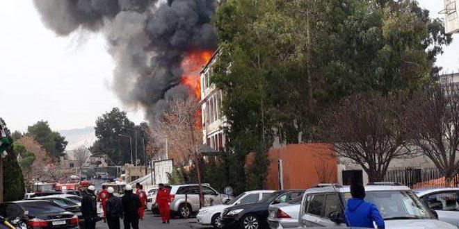 Photo of احتراق محطة لتحويل الكهرباء بمحيط ساحة الأمويين إثر سقوط قذيفة صاروخية