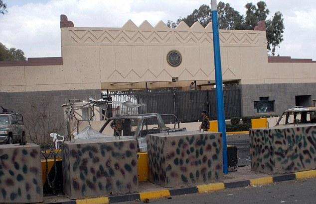 Photo of السفارة الأمريكية في اليمن تسرح موظفيها المحليين
