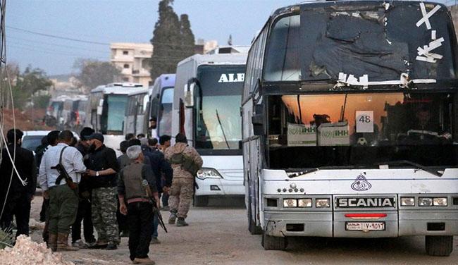 """صورة خروج أكثر من 13 ألف شخص من مسلحي """"فيلق الرحمن"""" وعائلاتهم من عربين إلى إدلب"""