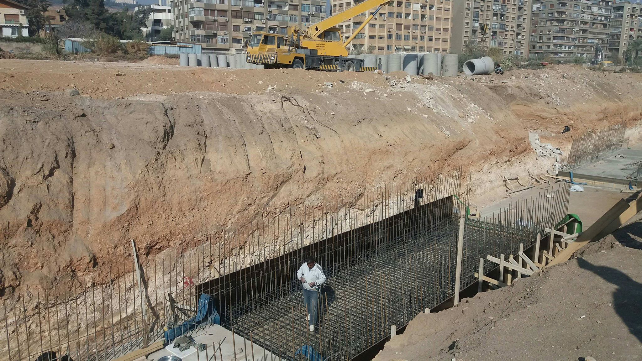 Photo of مخلوف: دراسات لتنظيم مدخل دمشق وباب عمر وعشوائيات في حلب