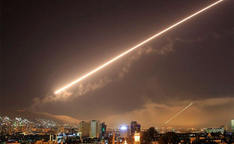 Photo of الدفاعات الجوية تسقط 9 صواريخ معادية في سماء حمص وريف دمشق