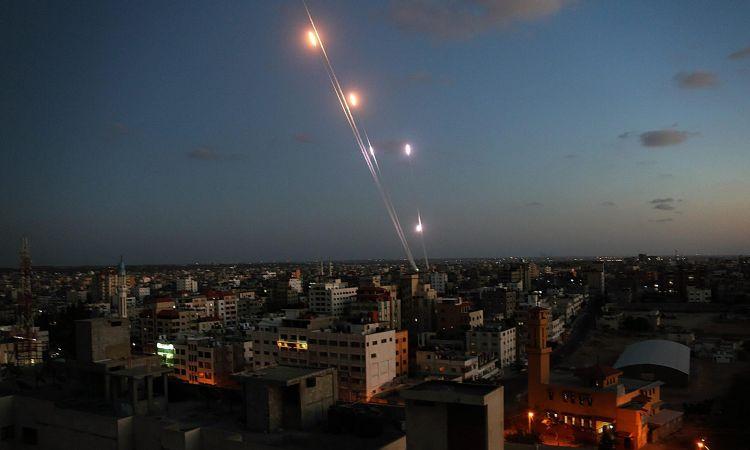 Photo of صواريخ غزة ترفع مستوى التصعيد.. وحديث عن تهدئة بوساطة مصرية