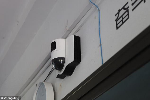 Photo of بالصور.. مدرسة في الصين تثبت كاميرات بتقنية التعرف على الوجوه للتأكيد على انتباه الطلبة