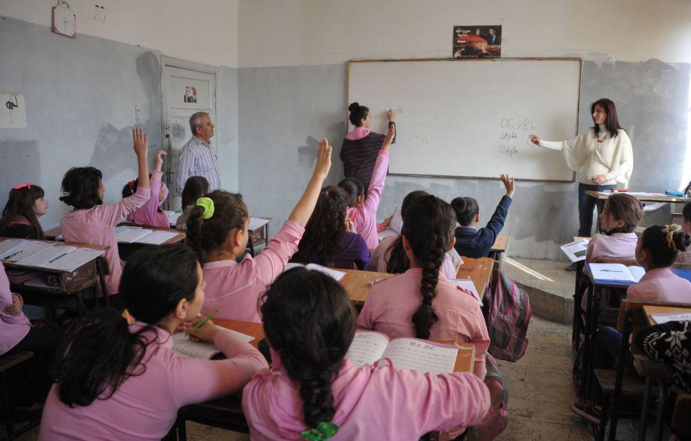 Photo of خميس: تحسين وضع المدرسين لبناء تنمية تعليمية حقيقية