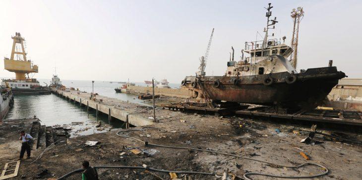 Photo of السيطرة على زورق أجنبي قبالة سواحل الحديدة اليمنية