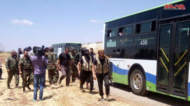 Photo of إجلاء جماعي للإرهابيين من ريف القنيطرة ومحجة ونوى بريف درعا