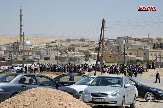 Photo of دفعة جديدة من المهجرين السوريين تعود من عرسال إلى القلمون