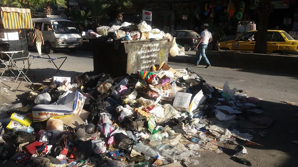 "Photo of القمامة ""تزين"" شوارع جرمانا والبلدية ""لا تشكيلي""!"