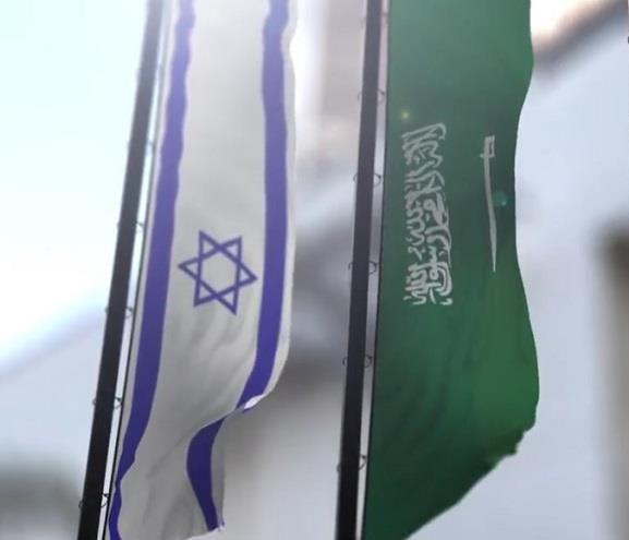 """Photo of كاتب سعودي: """"نعم للسفارة إسرائيلية في الرياض"""""""