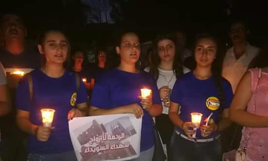 "Photo of بالصور: السلمية تتضامن مع السويداء بـ ""وقفة شموع"""
