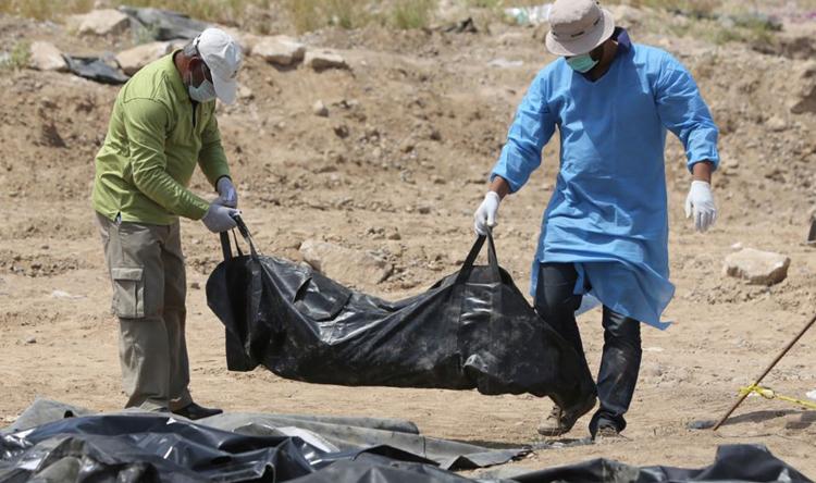 """Photo of """"حقوق الإنسان"""" تدعو لمساعدة دولية في الكشف عن هويات ضحايا المقابر الجماعية في الرقة"""
