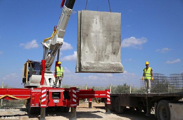صورة تركيا تعتزم بناء جدار عازل حول ادلب!