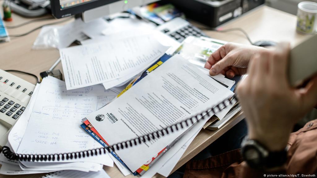Photo of دراسة.. العمل خارج أوقات الدوام مضر لك ولعائلتك