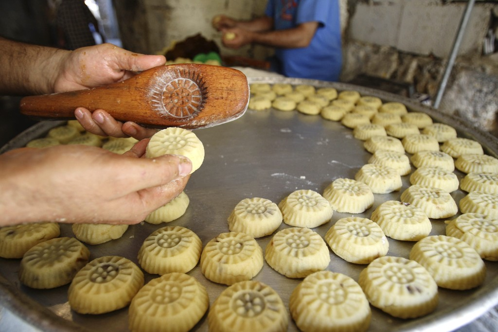 Photo of الغش إكسترا!.. الحلويات بـ7 آلاف بالسعر الرسمي وفي السوق وصلت إلى 20 ألفاً