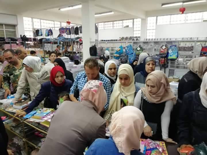Photo of إقبال على القرطاسية في السورية للتجارة بالقنيطرة.. ومليون ليرة المبيعات اليومية
