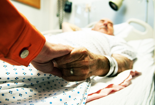 Photo of يموتون بالجلطة لأن أولادهم هجروهم.. يومياً الكشف على جثة مسن مضت على وفاته أيام وحيداً في منزله