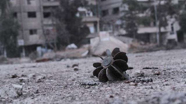 "Photo of 9 شهداء بينهم ""أطفال من عائلة واحدة"" بقذائف الإرهابيين على محردة"