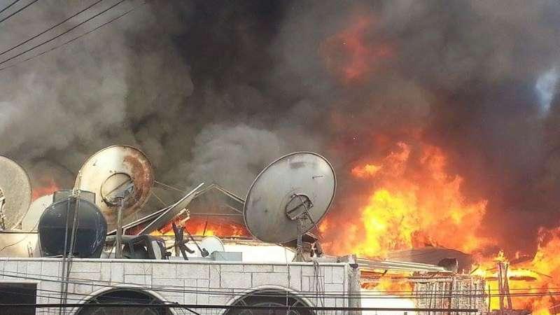 Photo of رجال الإطفاء يواصلون العمل لإخماد الحريق الضخم في منطقة الميدان بدمشق
