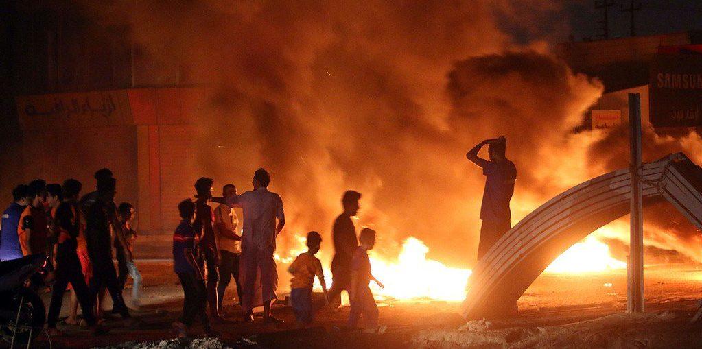 Photo of 6 قتلى في احتجاجات البصرة والسلطات تفرض حظرا للتجوال