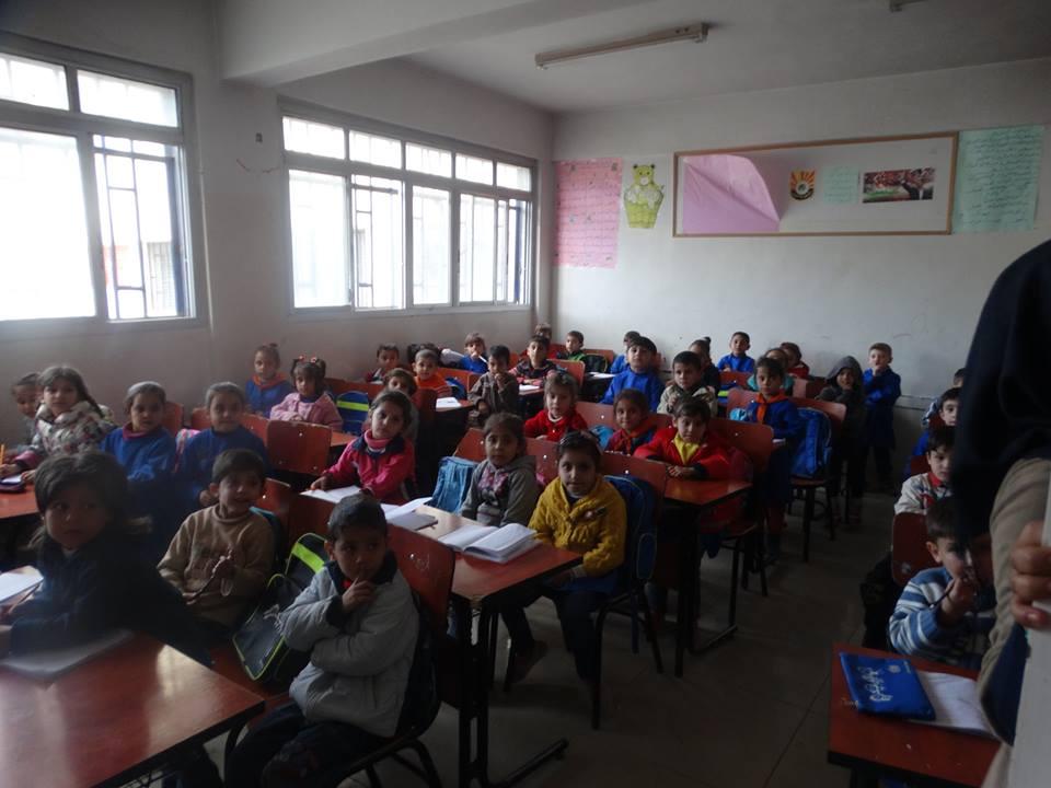 Photo of فرج: لا يوجد طلاب يفترشون الأرض بريف دمشق لنقص المقاعد