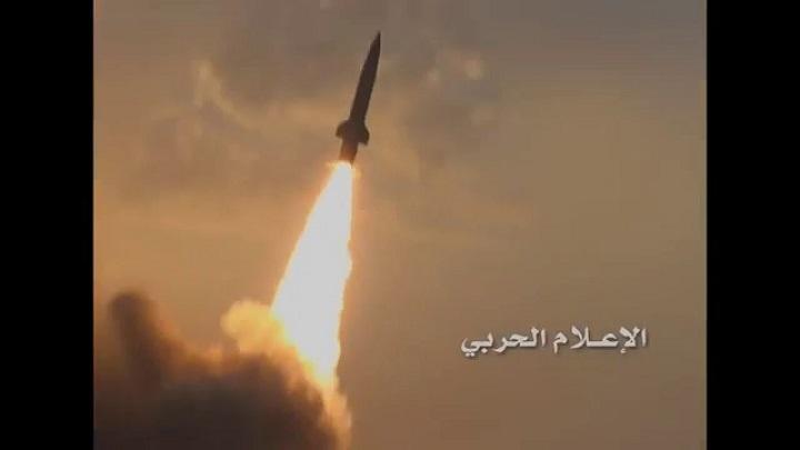 Photo of الجيش اليمني يستهدف بصاروخ باليستي تجمعات مرتزقة العدوان السعودي