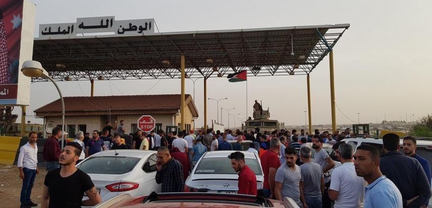 Photo of رئيس الحكومة الأردنية يأمر بفتح الحدود لعبور العائدين من سورية