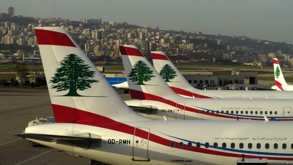 صورة أزمة النفايات تغزو طائرات المطار في لبنان