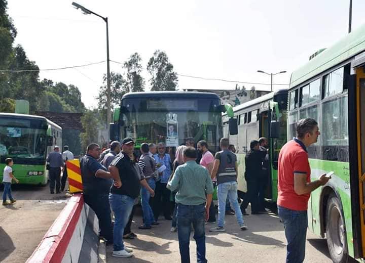 Photo of وصول دفعة جديدة من المهجرين السوريين من لبنان إلى معبر الدبوسية الحدودي