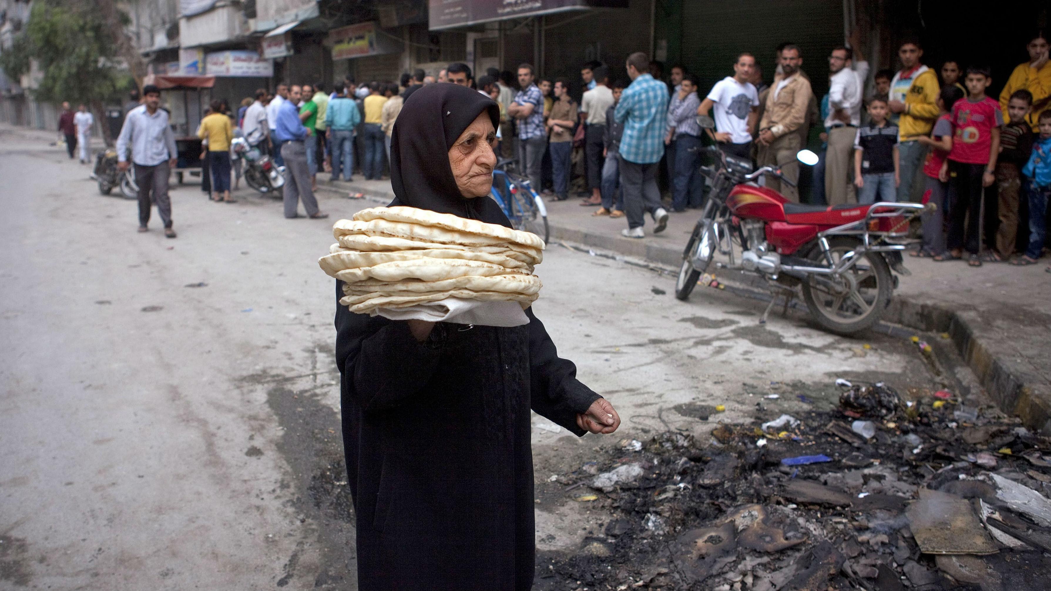 Photo of ريف دمشق تضبط 4 أطنان من الخبز اليابس ونصف طن من الدقيق التمويني
